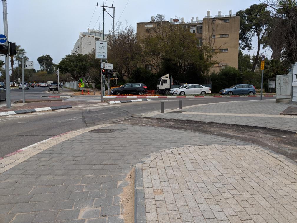 השביל החדש פוגש את הצומת בצורה שלא נראתה כמוה בתל אביב