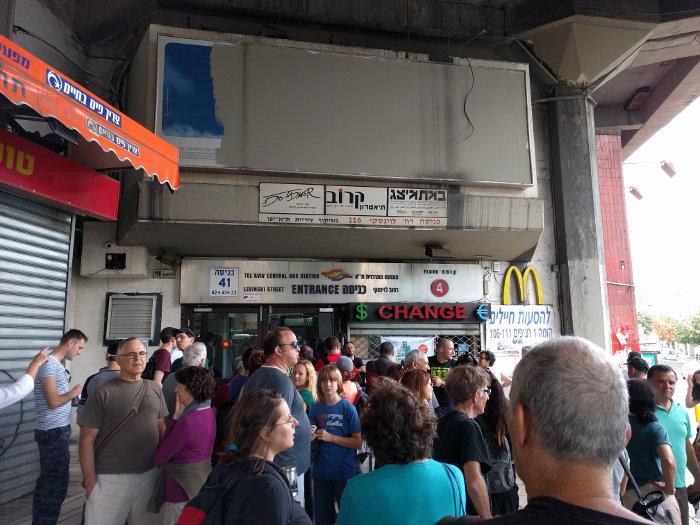 התור בכניסה לתחנה המרכזית