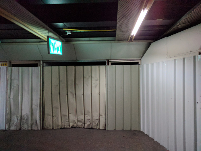 כניסה אטומה לקומה 2, כמוה יש עוד רבות.