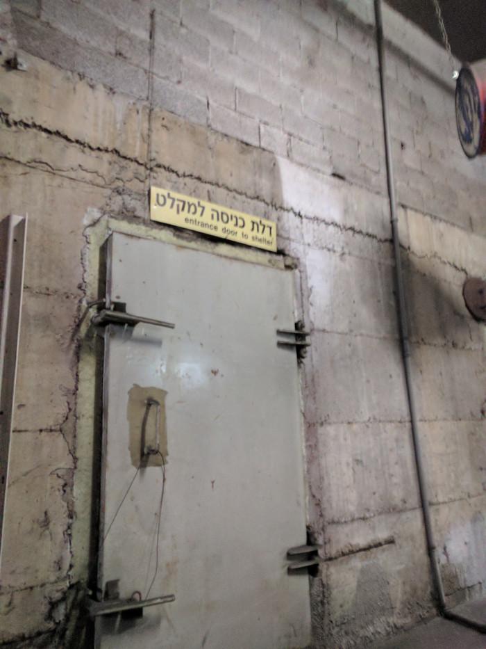 דלת כניסה למקלט